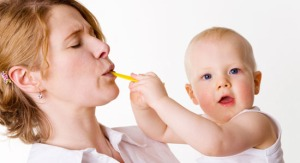 mom-eating-baby-food_banner-size